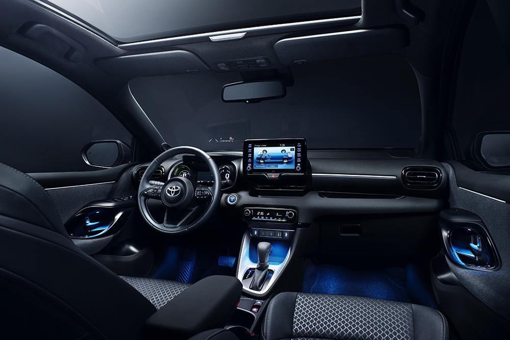 салон Toyota Yaris IV