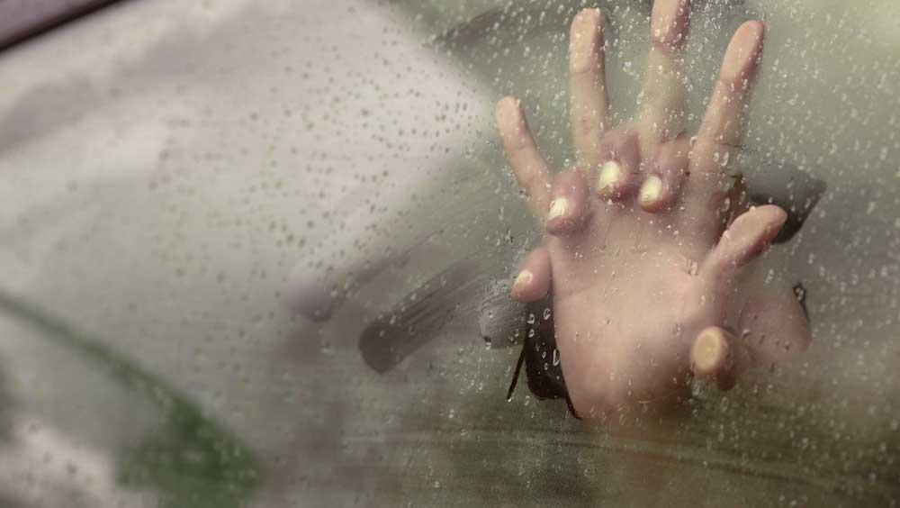 почему потеют стекла в машине